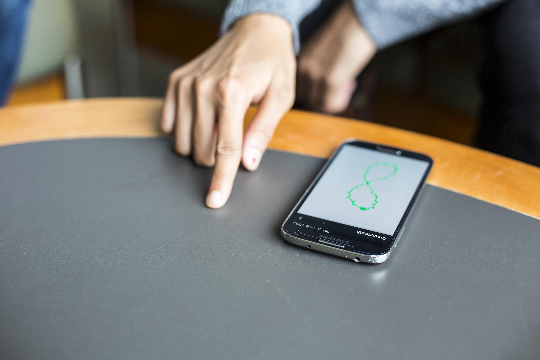 Você vai interagir com seu smartphone movimentando os dedos em qualquer superfície