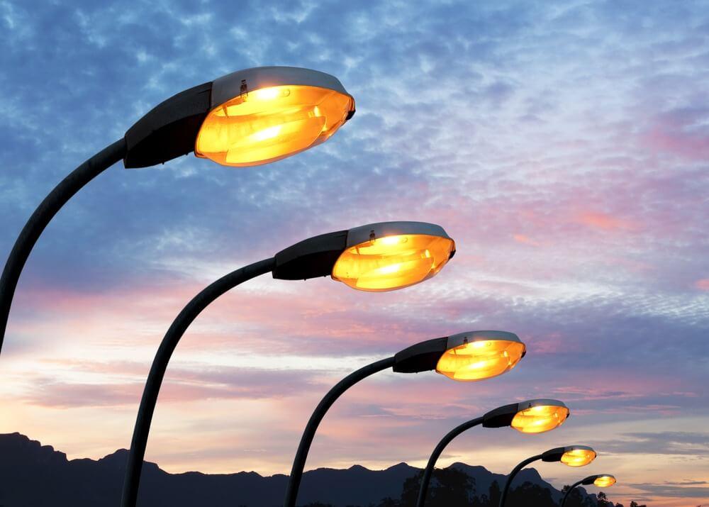Uma iluminação pública inteligente e que gera receita para a cidade