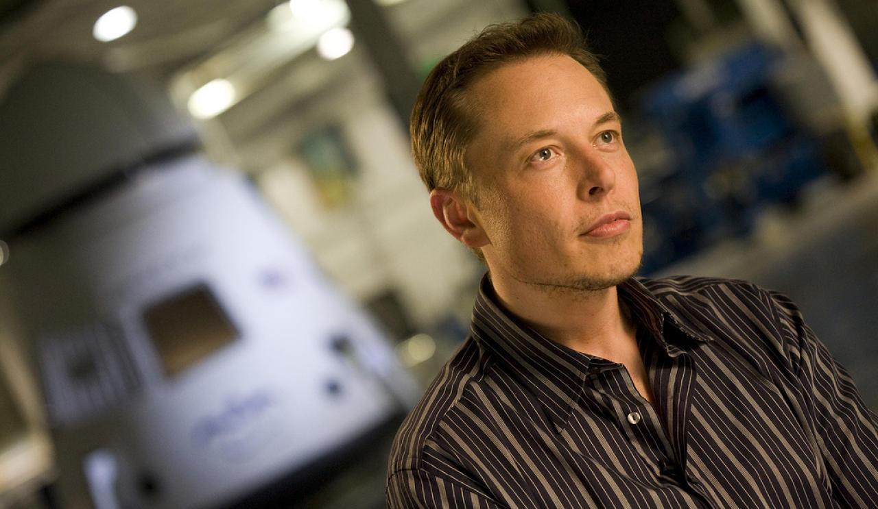 """Elon Musk: """"melhor participar do que ficar à margem"""""""