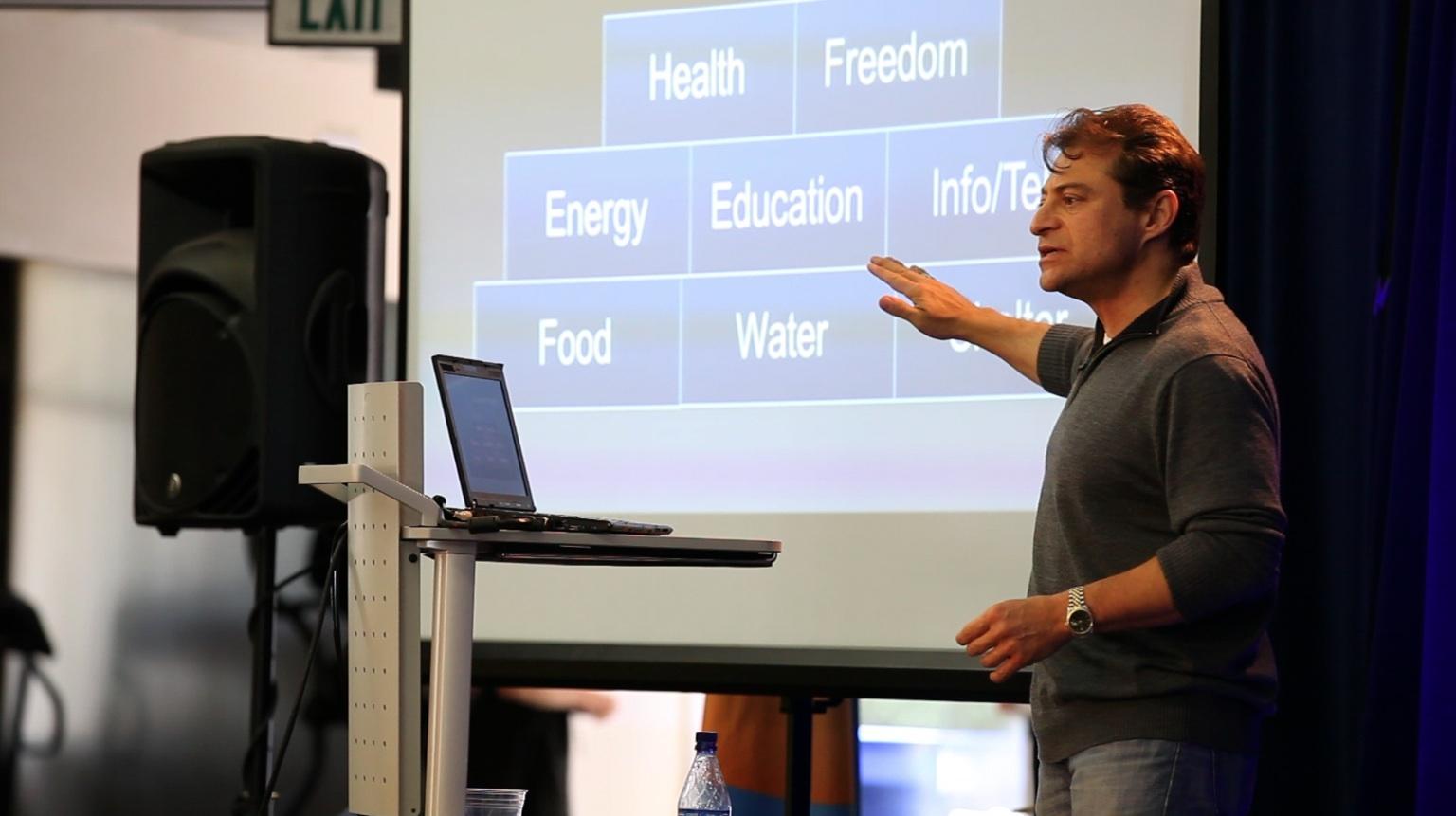Peter Diamandis: Por que o custo de vida irá cair nos próximos anos
